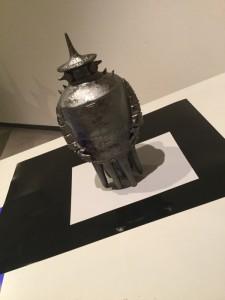 江村和彦さんのロボット。鈍色(にびいろ)に輝いています。